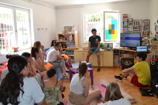 Sodeluj v španskem jezikovnem klubu